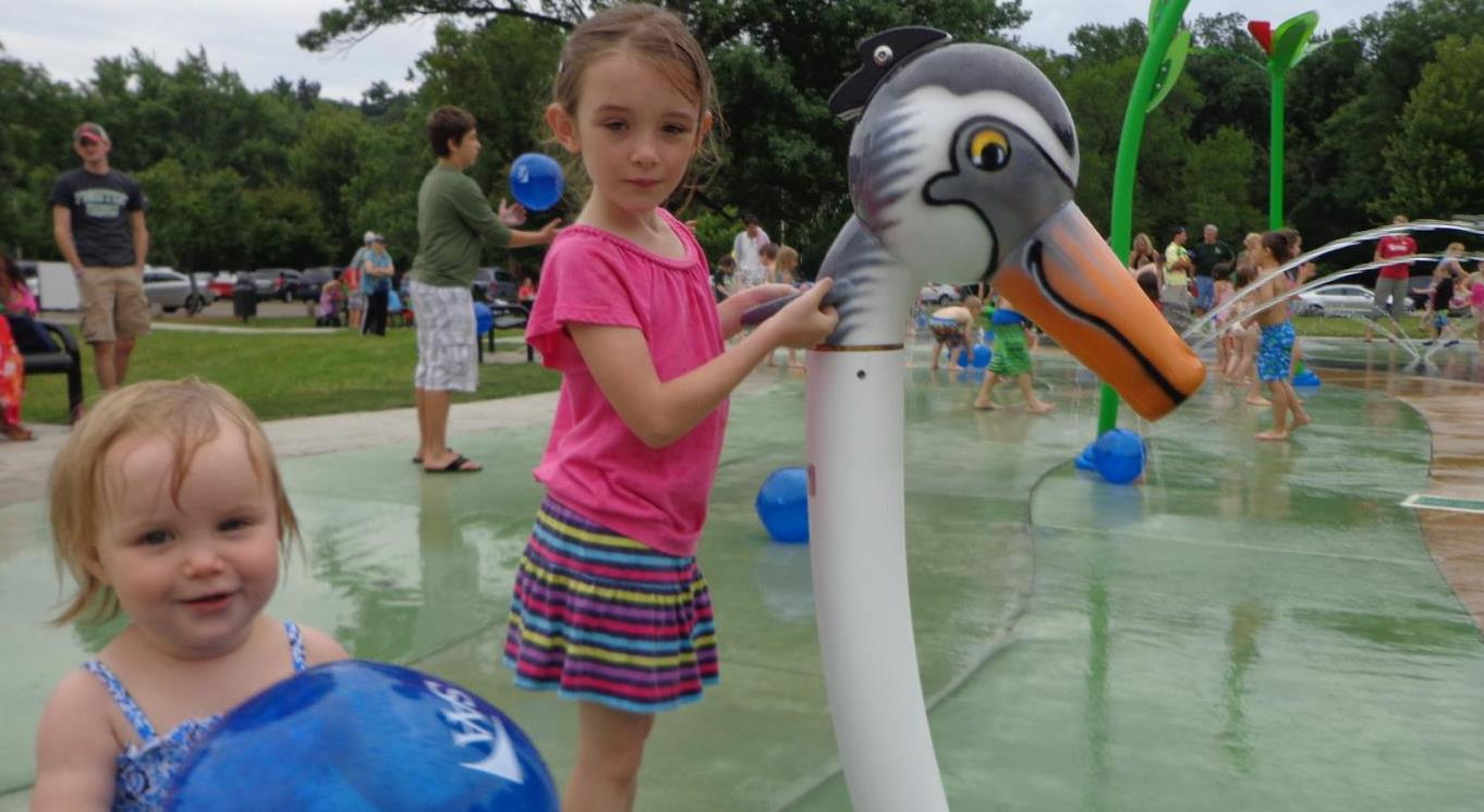 Spotlight-splash pad